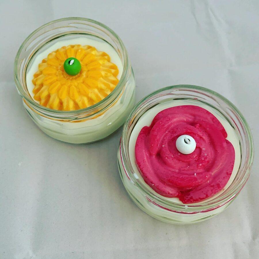 Sojas vaska sveces ar ziedu motīvu -  100% roku darbs.