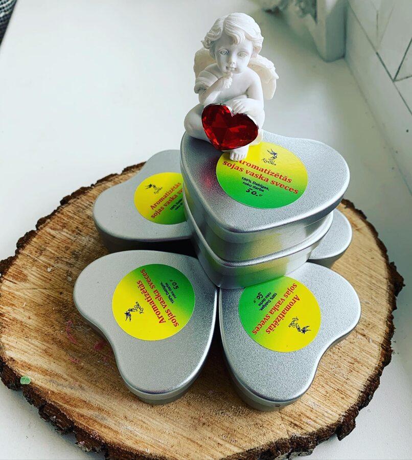 Sirsniņas formas metāla trauks + kokosriekstu sveču vasks ar aveņu un vaniļas aromātu 50 gr.
