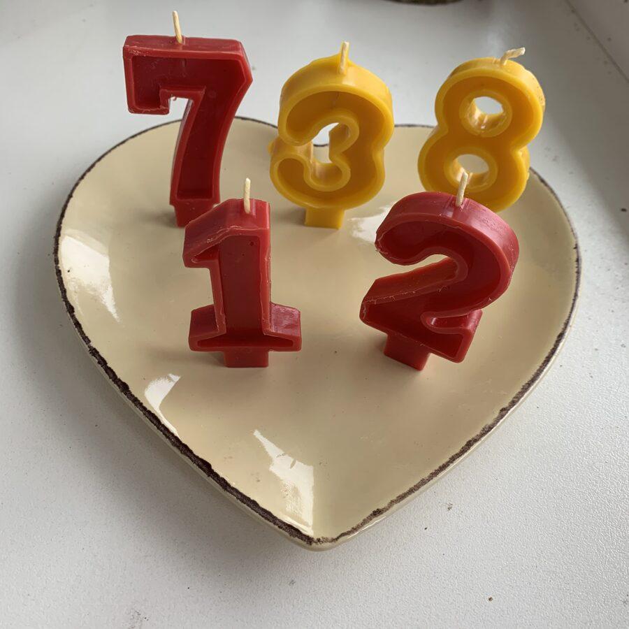 100% bišu vaska sveces Jūsu dzimšanas dienas  tortei vai klinģerim