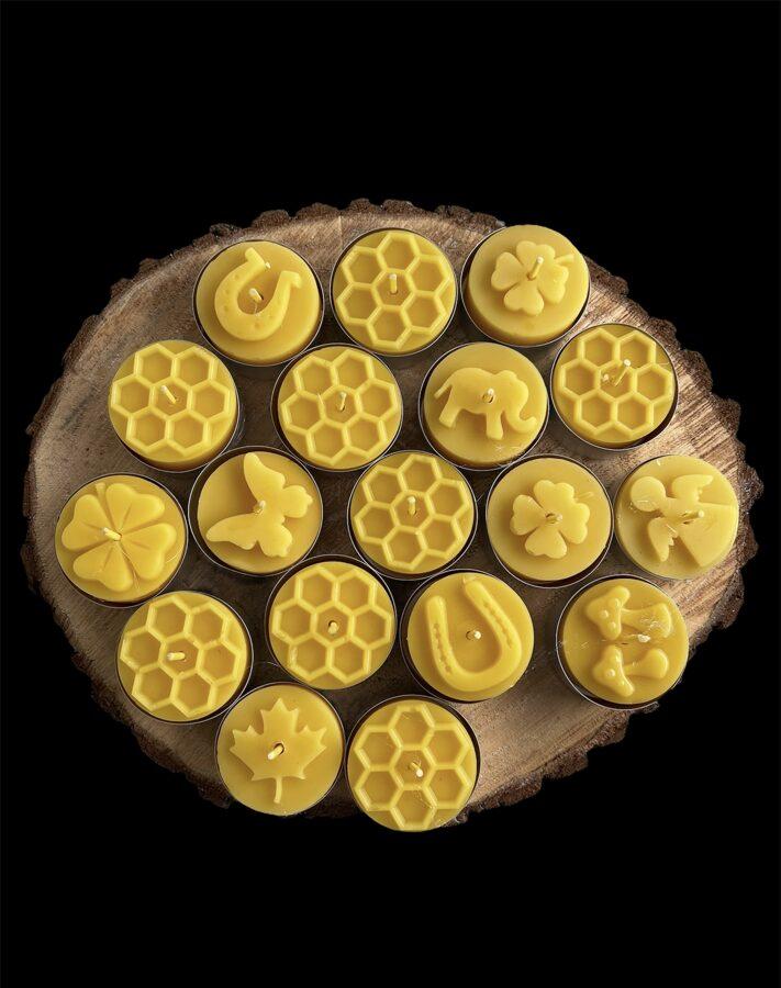 """Koka svečturis 'Dvīniši"""" ar bišu vaska tējas svecēm"""