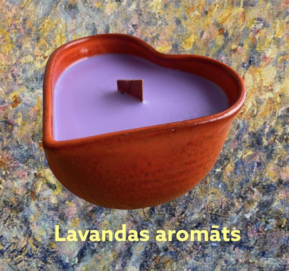 Smaržīgās sojas vaska sveces keramikas traukā